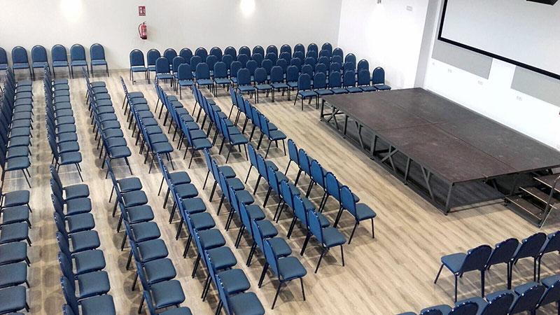 Auditorio climatizado con aforo de 300 personas